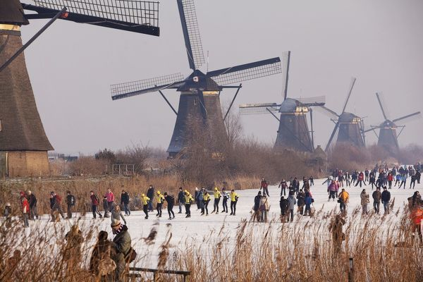 Skaters enjoy the scenery of windmills at the UNESCO World Heritage site in Kinderdijk, the Netherlands January 10, 2009. After more than a week of cold, an estimated 2.3 million skaters, out of a population of 16 million, have taken to frozen canals