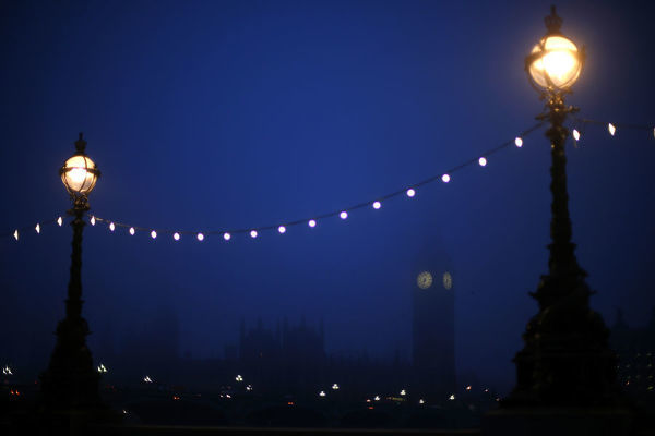 The Big Ben clock tower and the Houses of Parliament are seen in pre-dawn light on a foggy morning in central London January 21, 2014. REUTERS/Andrew Winning (BRITAIN - Tags: CITYSCAPE POLITICS ENVIRONMENT) - LM1EA1L0TCD01