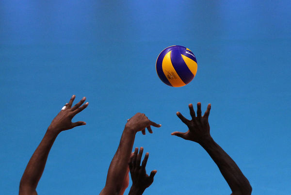 Cuba's players try to block the ball during their match against Italy in the Volleyball World League final round in Cordoba July 23, 2010. REUTERS/Marcos Brindicci (ARGENTINA - Tags: SPORT VOLLEYBALL IMAGES OF THE DAY) - GM1E67O0KLH01