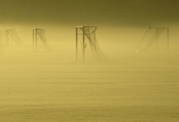 Soccer goal posts are seen in the autumn mist at Dukes Meadows in Chiswick, west London November 13, 2013. REUTERS/Toby Melville (BRITAIN - Tags: SPORT SOCCER ENVIRONMENT) - LM1E9BD0SDM01